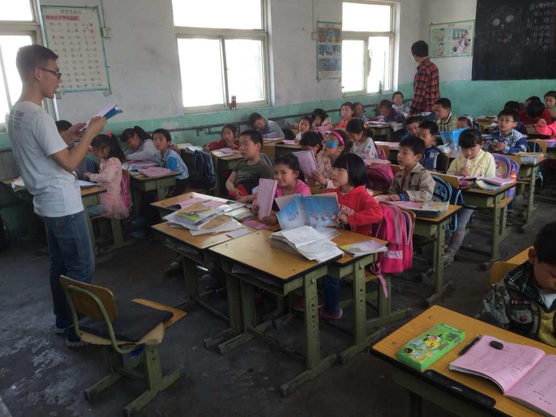 政府管理学院志愿者去往北京市昌平区东小口镇东小口村振华小学进行支